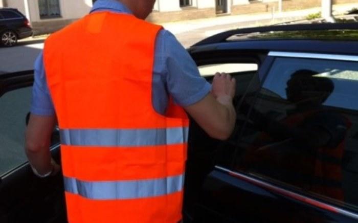 Autofahrer mit Warnweste (C) Internetwache Brandenburg