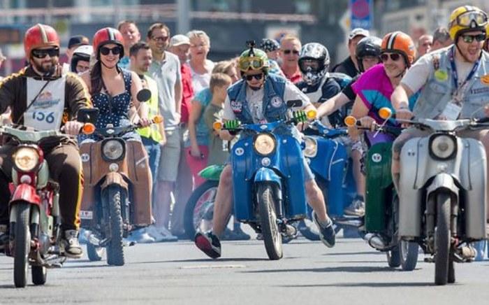 artikelbild-versicherungskennzeichen-moped.jpg