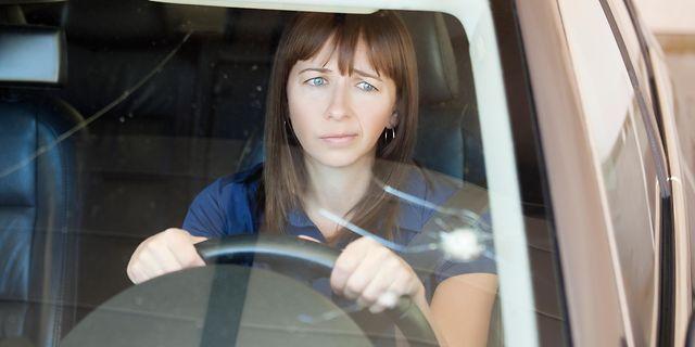 auto-unter-beschuss-steinschlag-artikelbild.jpg