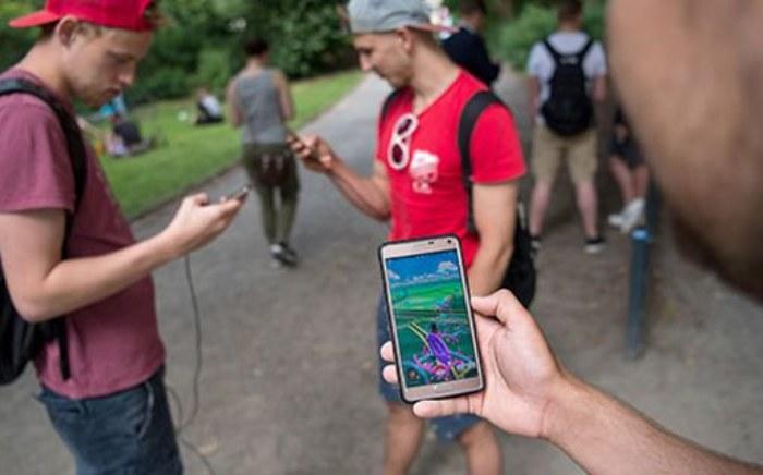 pokemon-go-handy-smartphone-spielen-versicherungsschutz-82013332-283540183.jpg